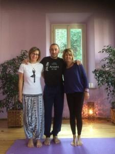 """stage di Yoga con Sabrina e Cristiana """"l'equilibrio lo si allena solo perdendolo"""". 8 marzo 2015"""